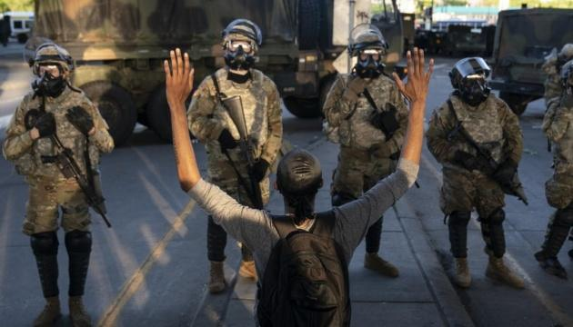 Протесты в США: полиция арестовала около 1400 человек в 17 городах