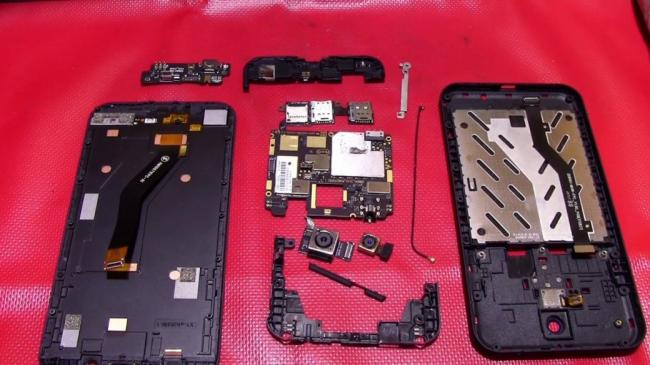 Названы самые ремонтопригодные смартфоны