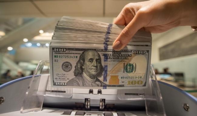 В США предлагают раздавать американцам по $2 тыс. каждый месяц до конца эпидемии COVID-19