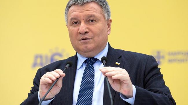 Аваков пригрозил ответственностью за невыплаты надбавок медикам