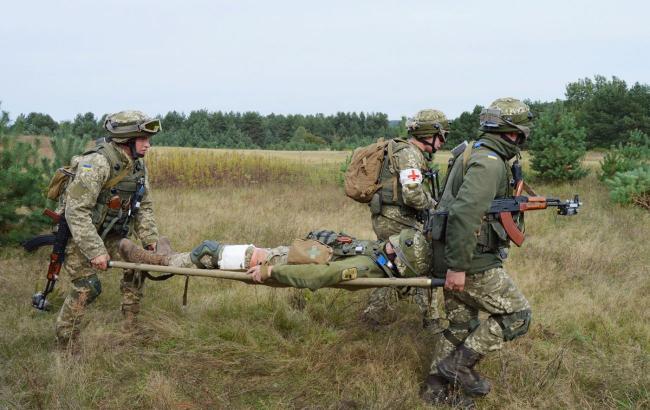 На Донбассе во время вражеского обстрела пострадал боец ВСУ
