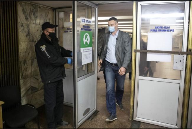 Кличко: транспорт в Киеве заработает в обычном режиме 23 мая, метро — 25 мая