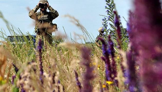 Оккупанты обстреляли защитников Луганского из миномета калибра 120 мм, гранатометов и БМП