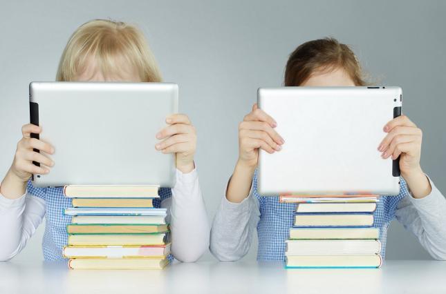 Украинцы просят Зеленского запретить дистанционное обучение школьников