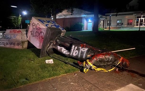 Трамп приказал арестовывать разрушителей памятников