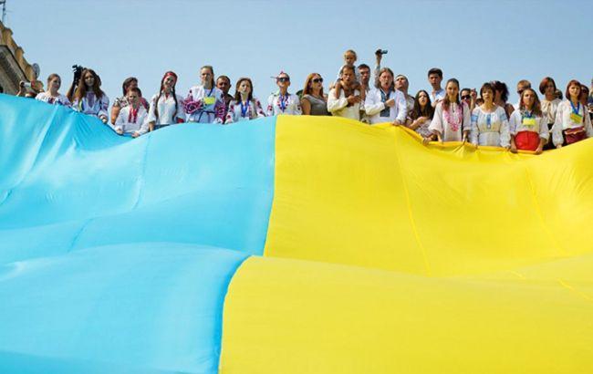 В Украине сегодня празднуют День Конституции