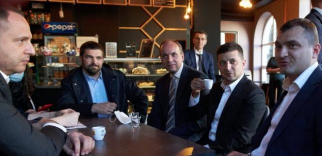 Зеленский о походе в кафе с членами своего офиса: Готов заплатить штраф