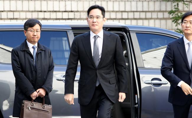 В Южной Корее прокуратура запросила ордер на арест фактического руководителя Samsung