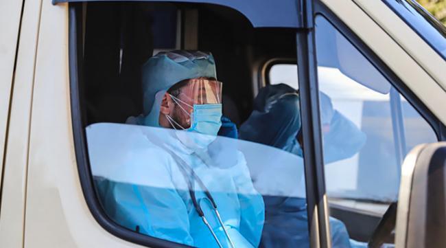 Врачам, борющимся с коронавирусом, выплатили все надбавки за апрель