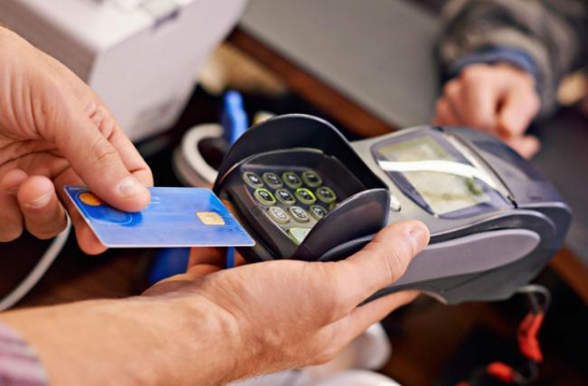 """Снять деньги с карточки """"Приватбанка"""" теперь можно через кассы магазинов"""