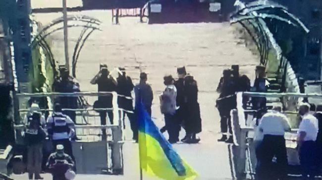 Боевики не пропускают на оккупированную территорию украинцев, – МВД