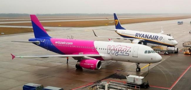 Авиакомпании Wizz Air и Ryanair отменили рейсы из Украины
