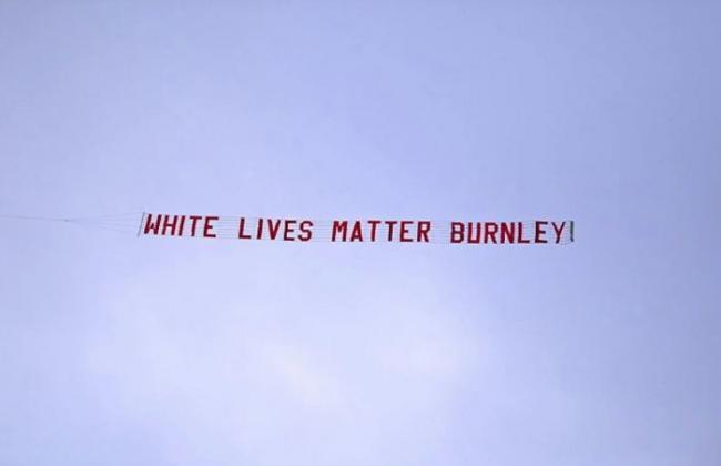Болельщика «Бёрнли» уволили с работы за баннер «Жизни белых имеют значение»