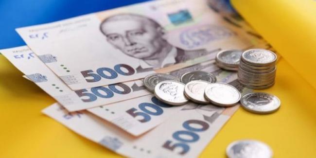 В мае средняя зарплата в Украине выросла до 10 542 грн