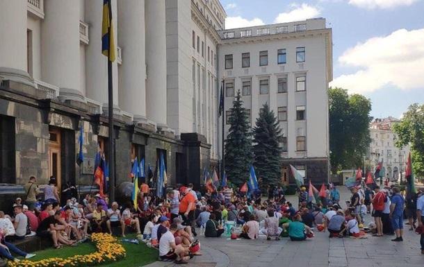 Шахтеры уже неделю митингуют под Офисом президента
