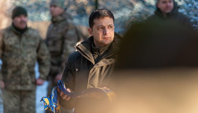 Армии доверяют 65% украинцев, Зеленскому - 44%