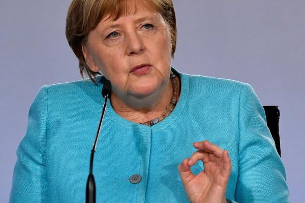 Меркель допустила провал саммита ЕС по экономике
