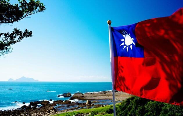 Китай усиливает военную активность возле Тайваня – Reuters