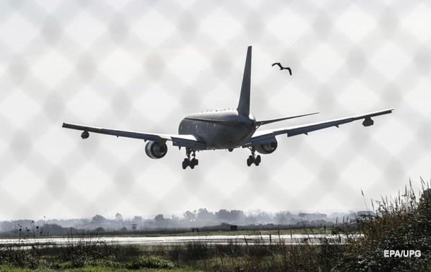 В США пилоты отменили рейс из-за отказа пассажиров надеть маски