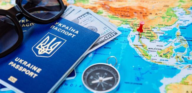 Зеленский временно отменил визы для туристов из Китая
