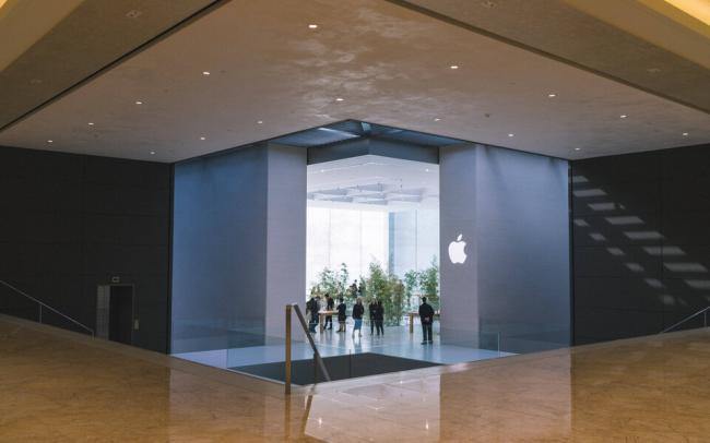 Forbes опубликовал рейтинг 100 самых дорогих брендов мира