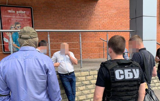 Сотрудника СБУ подозревают в госизмене: передал секретную информацию в конфетах