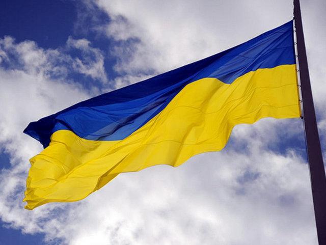 Порошенко обратился к украинцам: наш сине-желтый флаг - символ силы и непобедимости