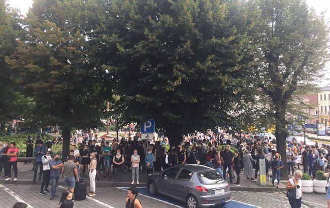 В Черновцах протестуют против внесения города в красную зону