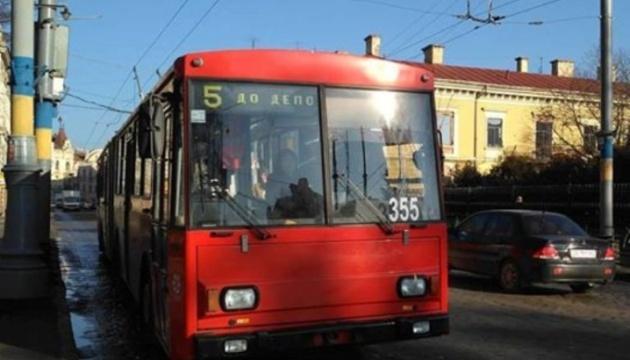 """""""Красная"""" зона: в Черновцах полиция остановила общественный транспорт"""