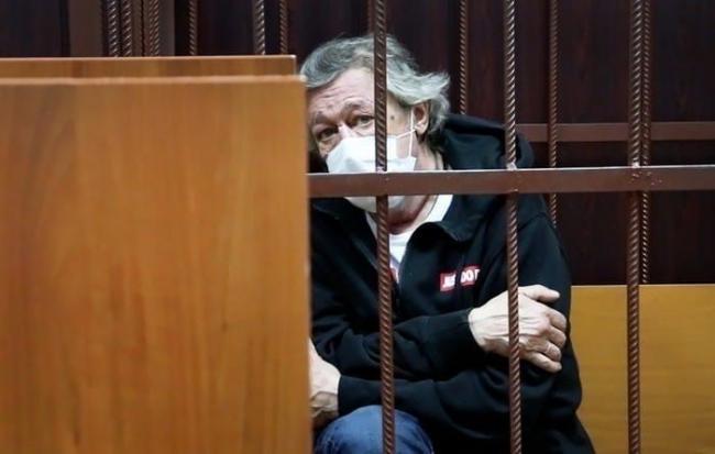 Ефремов заявил, что не может признать вину в ДТП, так как ничего не помнит