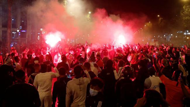 В Париже фанаты устроили массовые беспорядки после проигрыша ПСЖ в финале Лиги чемпионов