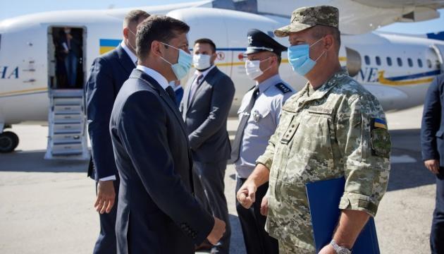 """Президент обещает за 2-3 года восстановить все аэропорты, """"которые нужны в Украине"""""""