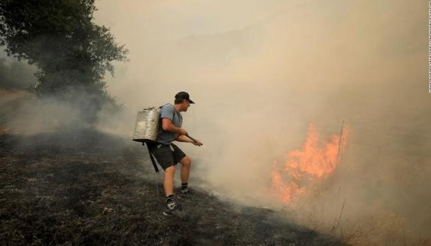 Пожары в Калифорнии: под Лос-Анджелесом начали эвакуацию