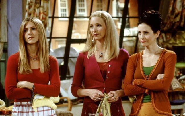 На церемонии «Эмми» случился небольшой реюнион «Друзей». Актеры собрались дома у Дженнифер Энистон
