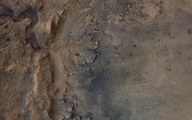 На Марсе нашли систему озер с жидкой водой