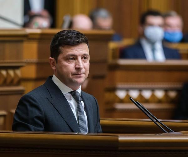 Окружной суд Киева просят запретить Зеленскому проводить опрос 25 октября