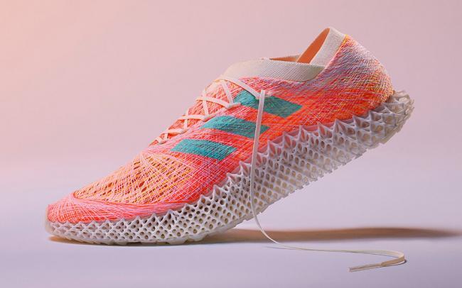Компания Adidas создала робота, который будет ткать беговые кроссовки