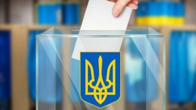 """Очереди на участках, """"карусели"""" и опрос Зеленского: как проходят местные выборы в Украине"""