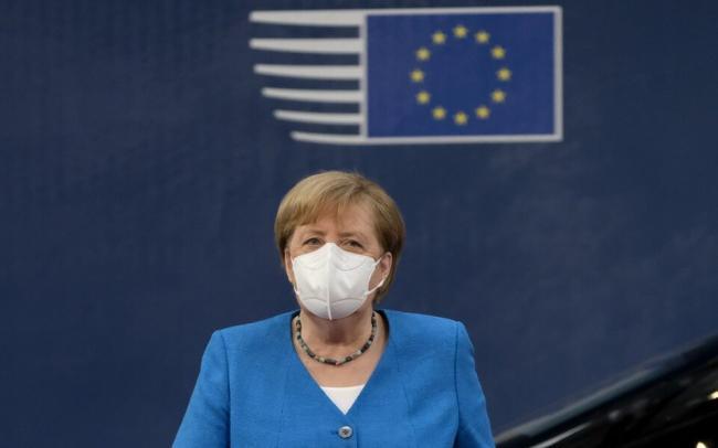 В Германию возвращаются коронавирусные ограничения. В стране закрывают бары, рестораны и другие заведения