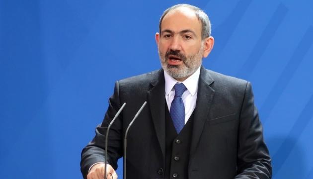Пашинян говорит, что подписал соглашение по Карабаху под давлением армии