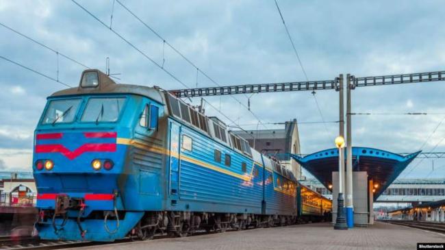 """Укрзализныця прекратила продажу билетов для отправления с ряда станций """"красной"""" зоны"""