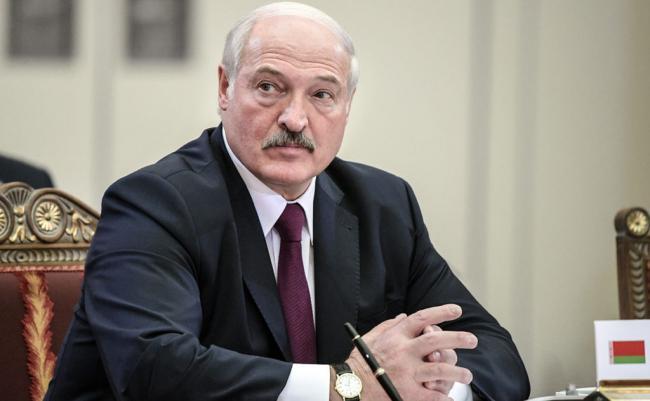 """В Беларуси """"никакой революцией не пахнет"""" - Лукашенко"""