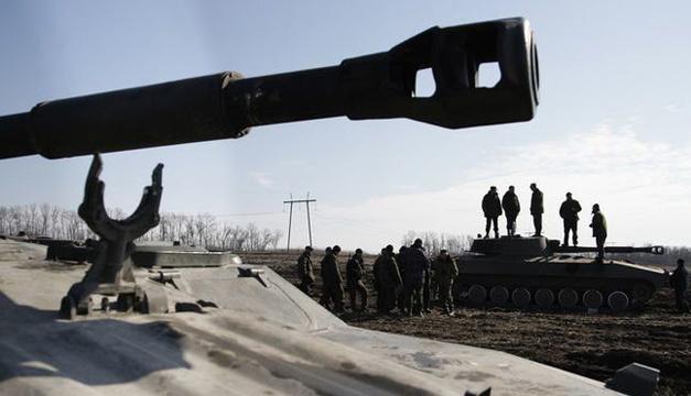 Боевики на Донбассе стягивают к передовой артиллерию и танки – украинская разведка