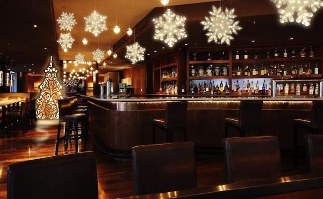 Кабмин разрешил ресторанам работать всю новогоднюю ночь