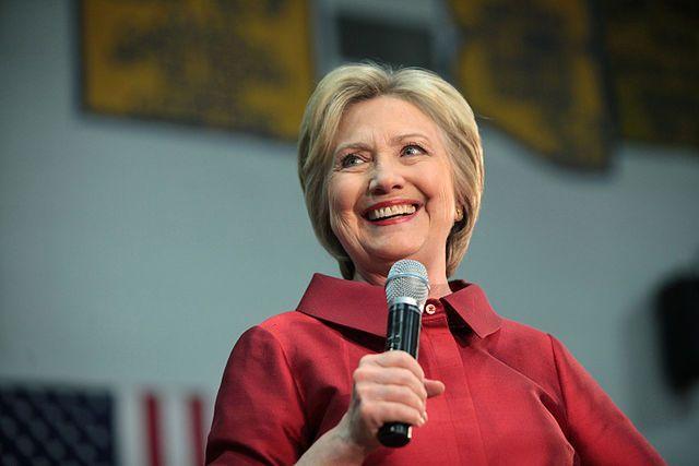 Клинтон потроллила Трампа после блокировки его аккаунта в Twitter