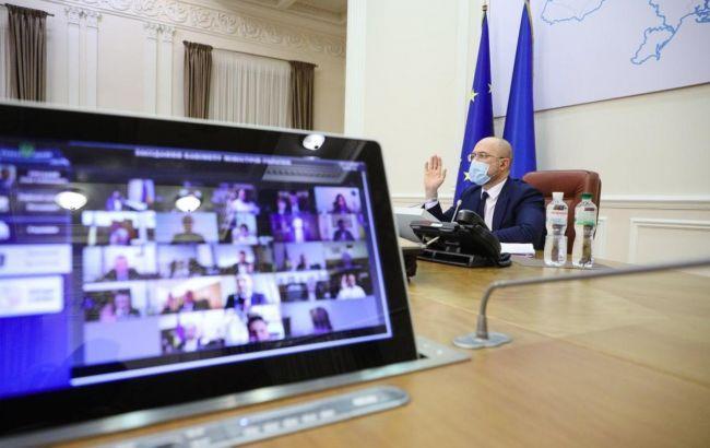Кабмин Украины повысил зарплаты бюджетникам в 2021 году на 30%