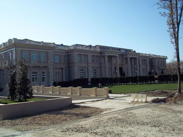Друг Путина объявил себя хозяином скандально известного дворца в Геленджике