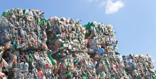 В Японии научились перерабатывать пластик в топливо и воск