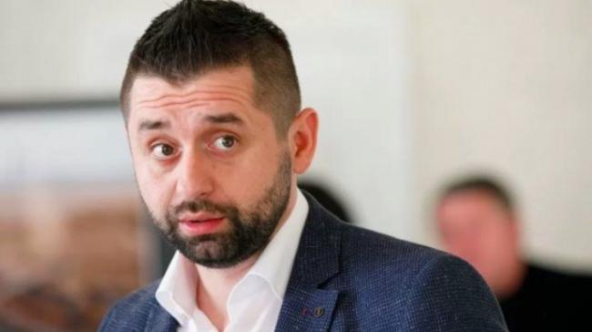 """В """"Слуге народа"""" грозят кадровыми чистками в случае отказа голосовать за закон о референдуме"""