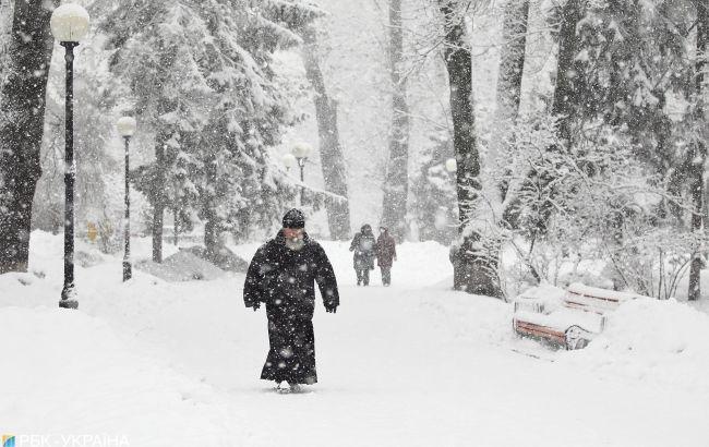 Непогода в Украине: украинцев просят завтра не выходить из дома